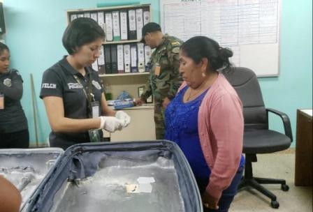 Mujer-viajaba-a-Espana-con-10-kg-de-droga