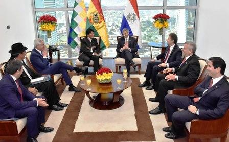 Bolivia-y-Paraguay-sellan-alianza,-se-firmaron-22-acuerdos-gubernamentales-y-privados