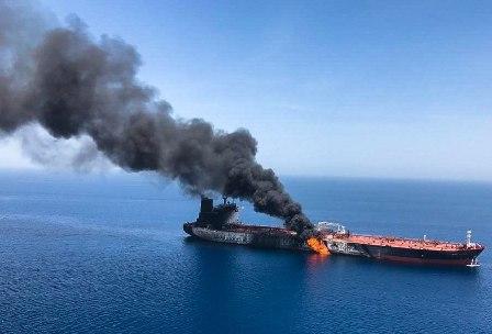 Barcos-petroleros-atacados-y-quemados-en-el-Golfo