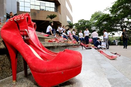 Protesta-de-zapatos-rojos-por-incremento-de-feminicidios-en-el-pais