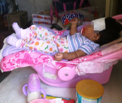 Una-bebe-dejada-en-hostal