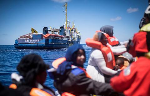 Alemana-pasara-20-anos-de-prision-por-rescatar-a-migrantes