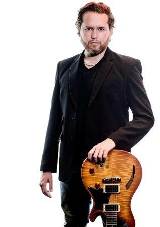 Carlos-Fischer-lleva-su-musica-por-Europa