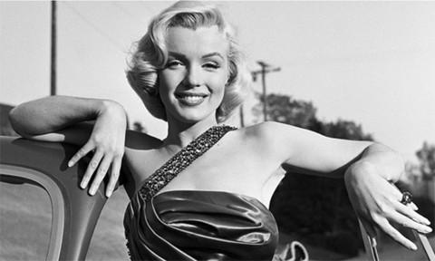 Roban-la-estatua-de-Marilyn-Monroe-en-Los-Ángeles
