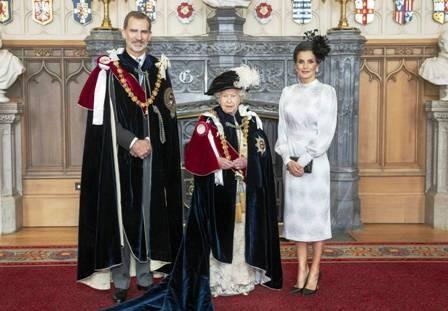 Dona-Letizia-lleva-la-moda-espanola-al-castillo-Windsor