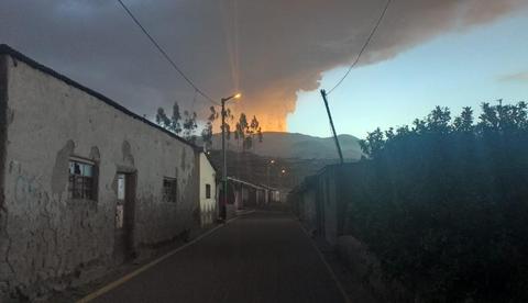 Volcan-en-Peru-lanza-cenizas-que-llegan-hasta-Bolivia