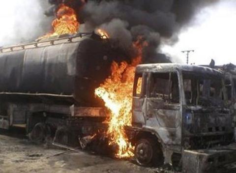 Mueren-50-personas-al-estallar-un-camion-cisterna