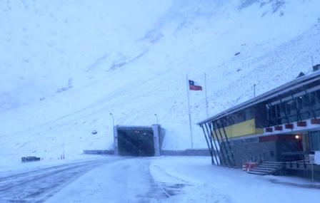 Intensa-nevada-en-Chile-cierra-varias-rutas