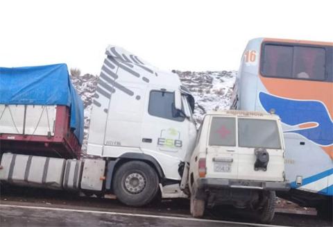 Momento-exacto-de-la-triple-colision-en-la-ruta-Oruro-Cochabamba