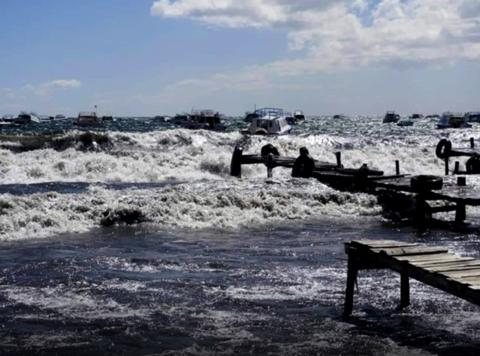 Encuentran-embarcacion-de-los-tres-peruanos-desaparecidos-en-el-Titicaca
