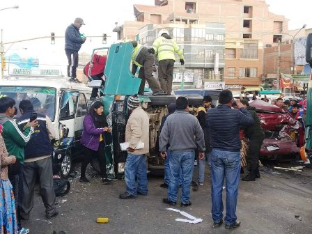 Un-chofer-ebrio-causa-colision-entre-10-vehiculos