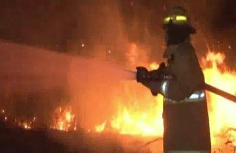 Incendio-en-una-urbanizacion-frente-a-Viru-Viru