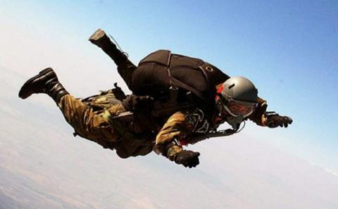 Parada-Militar:-Paracaidista-sufre-percance-en-el-cielo-