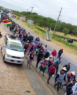 Campesinos-marchan-para-pedir-la-anulacion-de-Ley-de-Pausa-Ambiental-en-Santa-Cruz
