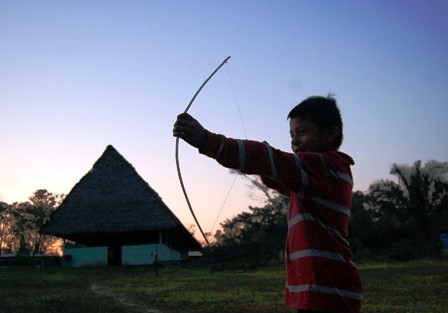 Indigenas-viven-en-la-peor-amenaza