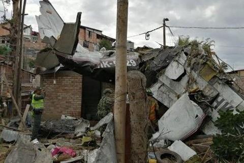 Siete-muertos-al-caer-avion-sobre-casas-en-ciudad-colombiana-de-Popayan