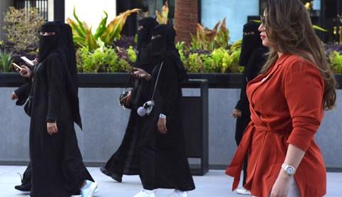 Mujeres-sauditas-se-rebelan-contra-el-vestido-tradicional