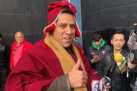 Cesar-Farias-de-poncho-rojo-desata-diversas-reacciones-en-redes-sociales
