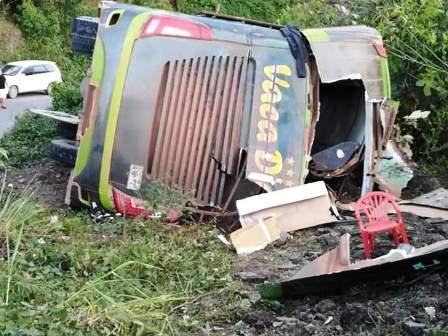46-Heridos-deja-el-vuelque-de-un-bus