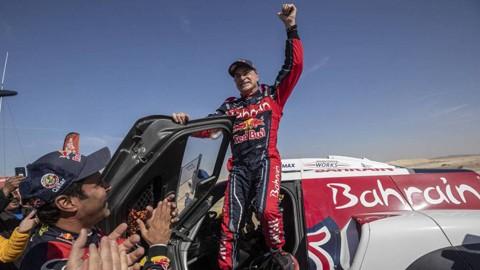 Carlos-Sainz-gana-su-tercer-Dakar-a-los-57-anos
