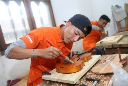 Jovenes-chiquitanos-se-titulan-en-gestion-del-patrimonio