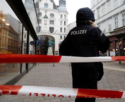 'Maté a mis pequeños': Una mujer asfixia a sus tres hijos y llama a la Policía para confesar el crimen