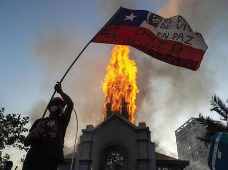 Danan-iglesias-durante-las-protestas-en-Chile