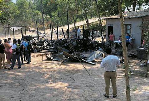 Mujer quema casa de su yerno por diferencias