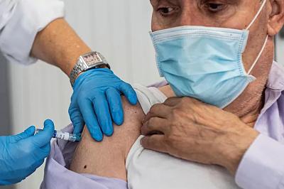 AstraZeneca afirma que su vacuna contra el covid-19 genera una fuerte respuesta inmune en ancianos