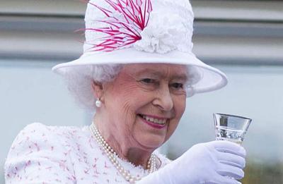 La reina Isabel II lanza su propia marca de ginebra con ingredientes especiales