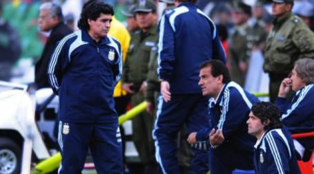 Maradona,-el-astro-del-futbol-que-quiso-jugar-en-Bolivar-y-defendio-el-futbol-en-la-altura