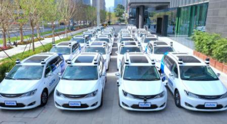 Estrenan en China los primeros taxis totalmente robóticos