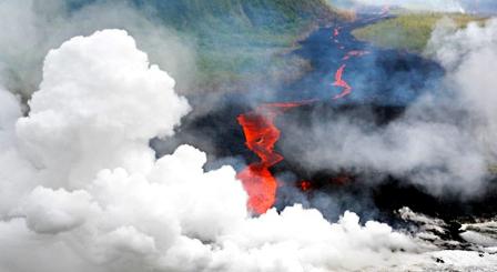 Erupciona-uno-de-los-volcanes-mas-activos-