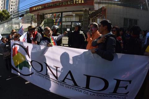 Conade critica 'actitud titubeante' del TSE y convoca a una concentración por el 21-F