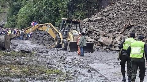 Continua-cerrada-carretera-Cochabamba-Santa-Cruz-por-derrumbes-en-El-Sillar