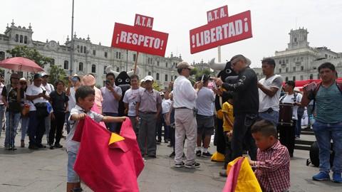 Peru-rechaza-prohibir-corridas-de-toros-y-peleas-de-gallos