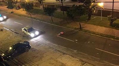 Una-mujer-abandonada-en-via-publica-por-sus-amigos,-muere-atropellada