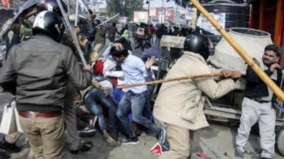 Al-menos-23-muertos-y-centenar-de-heridos-en-las-protestas-en-India