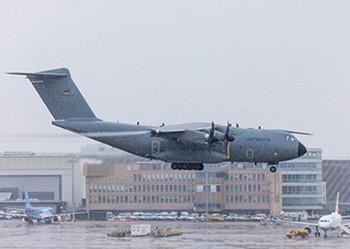 El-colosal-avion-militar-que-envio-Alemania-a-Italia-para-recoger-a-enfermos-de-coronavirus