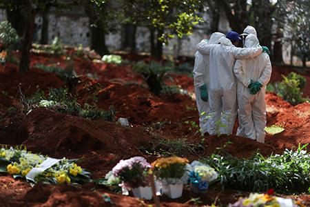 Así se prepara el cementerio más grande de Brasil para enterrar a los muertos por coronavirus