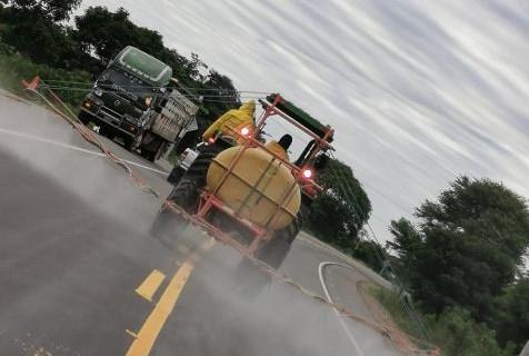 Realizan-desinfeccion-en-La-Guardia,-utilizando-5-tractores-pulverizadores
