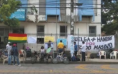 Maestros-urbanos-inician-huelga-por-despidos-masivos