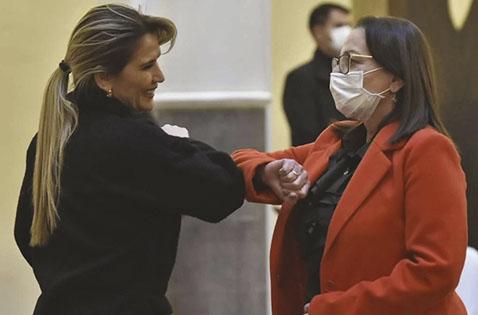 Eidy Roca es posesionada como ministra titular de Salud