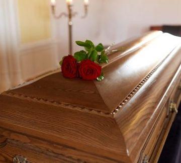 Ataúdes en Trinidad se acaban y funerarias piden permisos para traer madera de otras regiones
