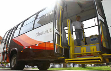 Alcaldía de Santa Cruz entrega plan de bioseguridad a transportistas