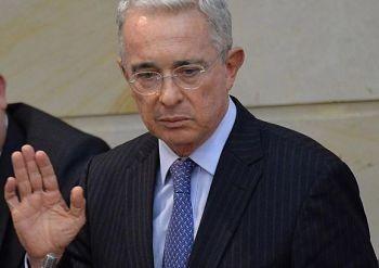 El-expresidente-colombiano-Álvaro-Uribe-navega-en-un-mar-de-investigaciones-sin-ninguna-condena