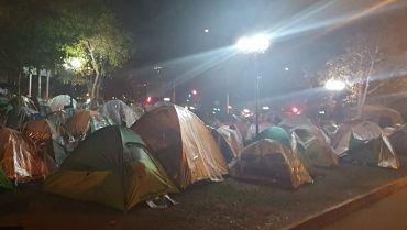 Cancilleria:-800-connacionales-que-hacian-vigilia-en-Chile-fueron-llevados-a-albergues-y-empezaron-cuarentena