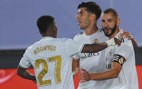 El-Madrid-a-un-paso-del-titulo,-ya-mira-de-reojo-a-la-Champions-League