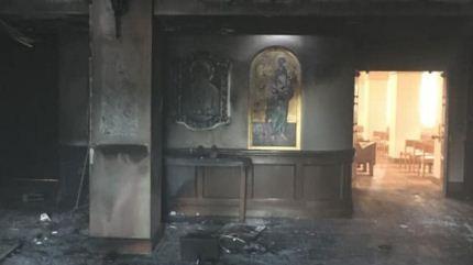 Un-hombre-derrama-gasolina-e-incendia-el-vestibulo-de-una-iglesia-mientras-los-feligreses-estaban-dentro