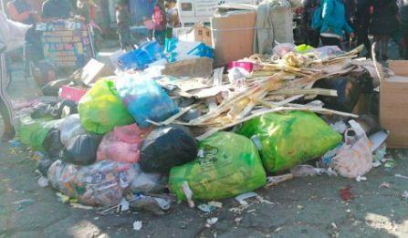 Basura-se-acumula-en-via-publica-en-El-Alto-y-no-hay-solucion-al-bloqueo-hacia-el-botadero